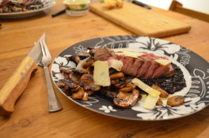 risotto nero met paddenstoelmelange en truffelolie